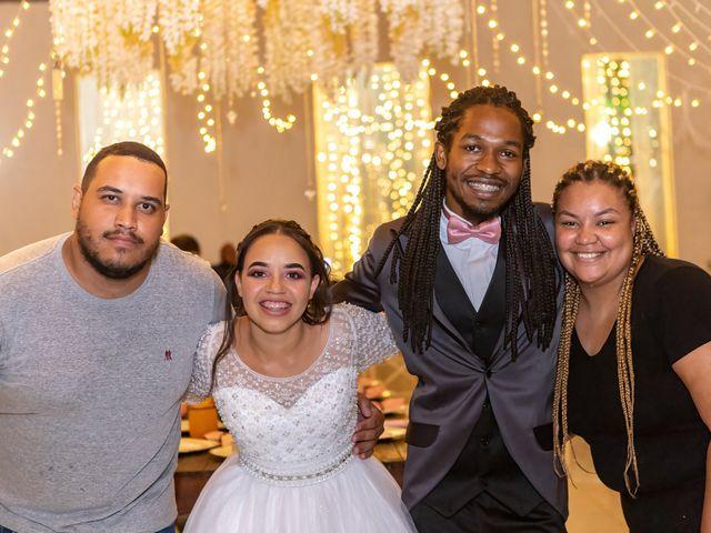 O casamento de Gabriel e Kenia em Cotia, São Paulo 31