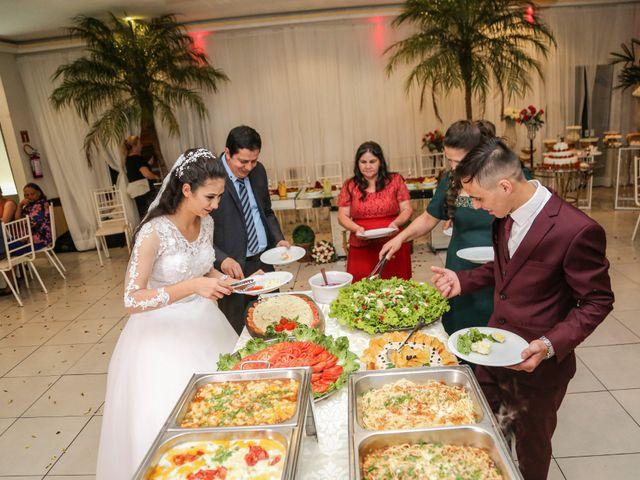 O casamento de Tiago e Mirian em Curitiba, Paraná 23