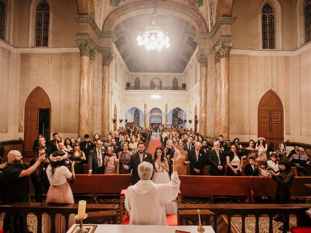 O casamento de Lucas e Mari em Belo Horizonte, Minas Gerais 23