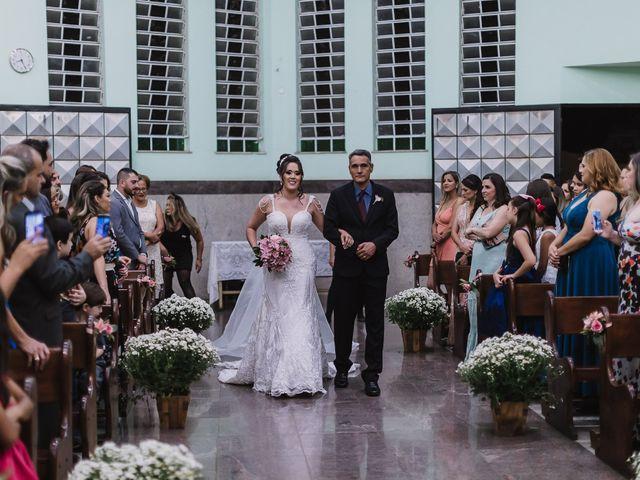 O casamento de Thiago e Raphaela em Belo Horizonte, Minas Gerais 28