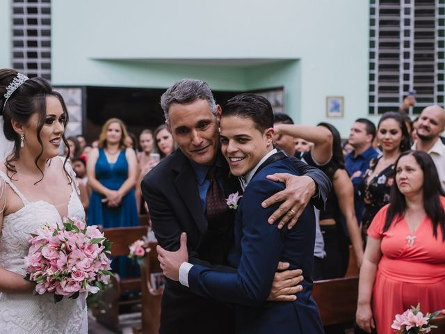 O casamento de Thiago e Raphaela em Belo Horizonte, Minas Gerais 32