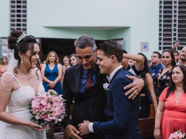 O casamento de Thiago e Raphaela em Belo Horizonte, Minas Gerais 33