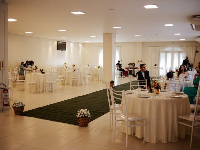 O casamento de Mateus e Claudineia em Joinville, Santa Catarina 14