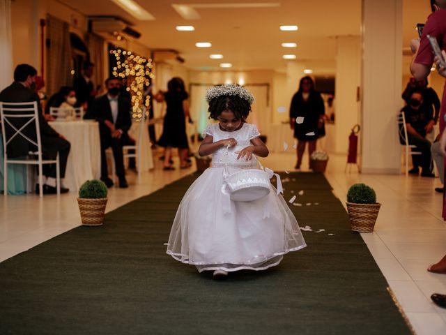 O casamento de Mateus e Claudineia em Joinville, Santa Catarina 37