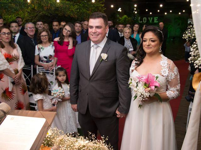 O casamento de Lírio e Sabrina em Porto Alegre, Rio Grande do Sul 33
