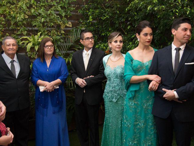 O casamento de Lírio e Sabrina em Porto Alegre, Rio Grande do Sul 34