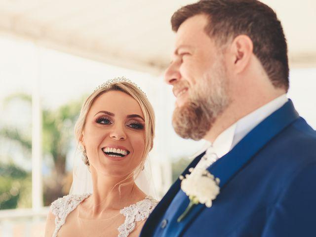 O casamento de Anderson e Crisiane em Florianópolis, Santa Catarina 44