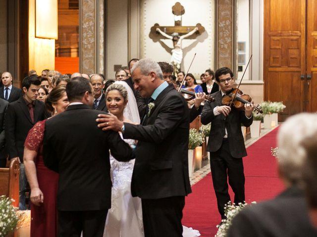 O casamento de Elisangela e César em Novo Hamburgo, Rio Grande do Sul 28