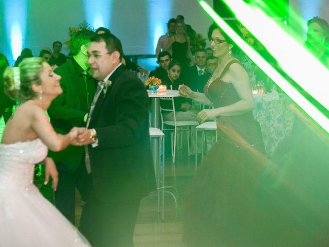 O casamento de Elisangela e César em Novo Hamburgo, Rio Grande do Sul 100