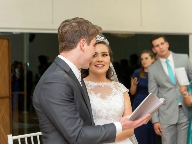 O casamento de Raphael e Renata em São José dos Pinhais, Paraná 23