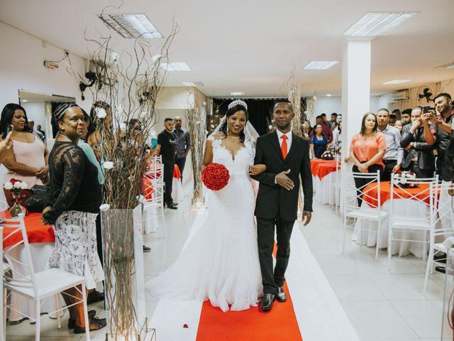 O casamento de Carlos e Jaciara em Carapicuíba, São Paulo 38