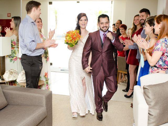 O casamento de Rafael e Larissa em Curitiba, Paraná 35