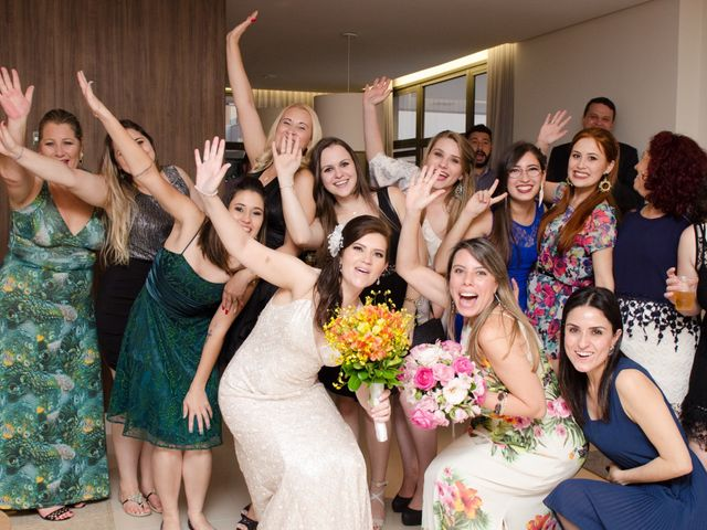 O casamento de Rafael e Larissa em Curitiba, Paraná 42