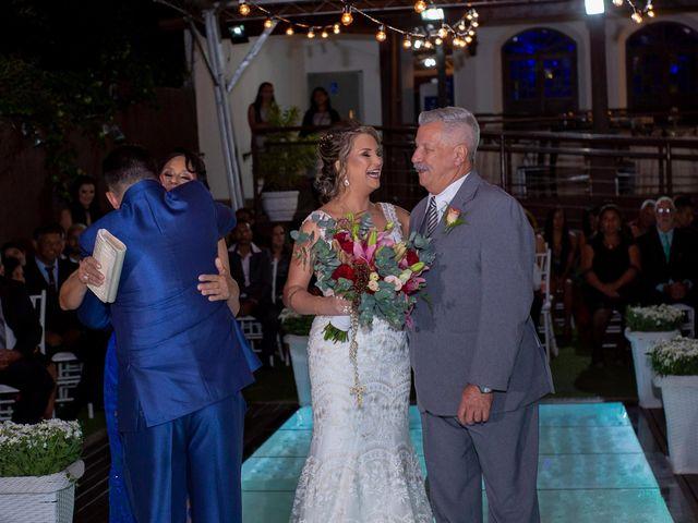 O casamento de Roney e Amanda em Belo Horizonte, Minas Gerais 32