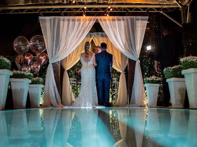 O casamento de Roney e Amanda em Belo Horizonte, Minas Gerais 35