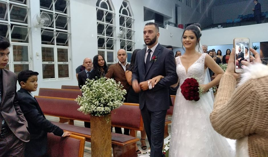 O casamento de Ana Luiza e Ivon em Betim, Minas Gerais