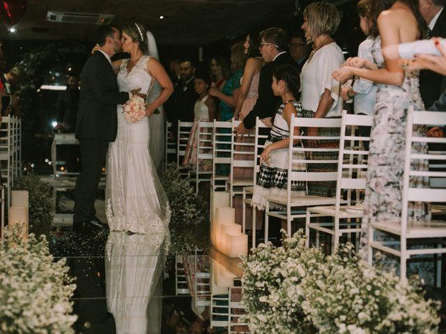 O casamento de Jailton e Renata em Itapema, Santa Catarina 108