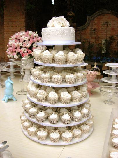 Torre de cupcakes casamento