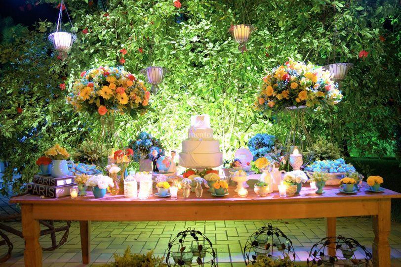 Iluminação mesa do bolo.