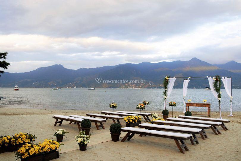 Cerimônia pé na areia.