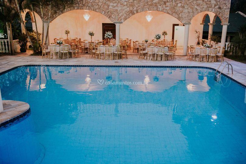 Mesas na piscina