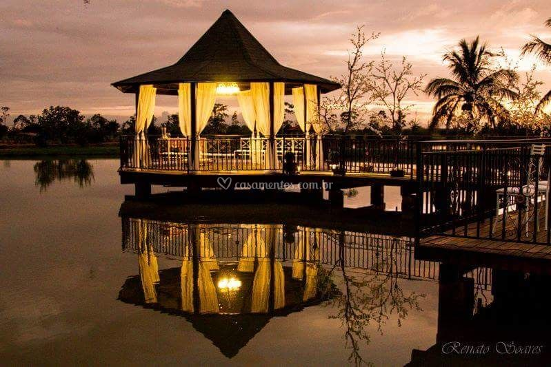 Gazebo no lago