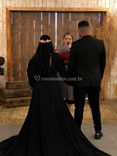 Noiva ousada, de preto!