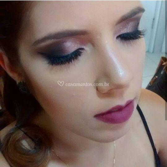 Maquiagem com tons de rosa