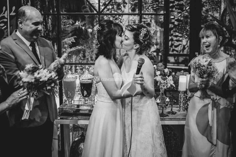 Beijo das noivas
