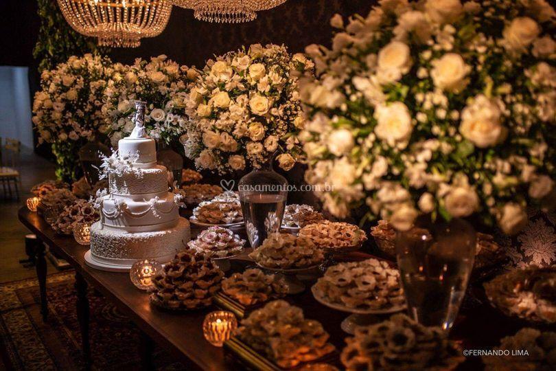 Mesa com modelo flor grande
