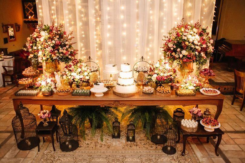 Mesa do bolo estilo rustico