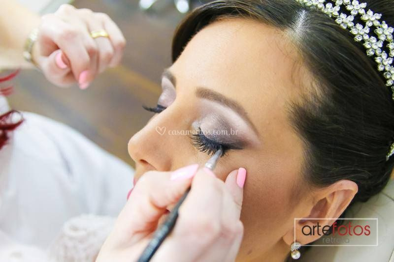 Maquiagem de noiva.