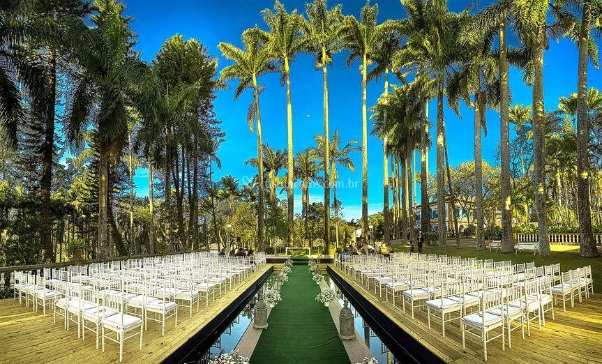Cerimônia na piscina de Fazenda Santa Barbara