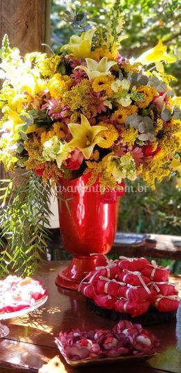 Arranjo com flores do campo