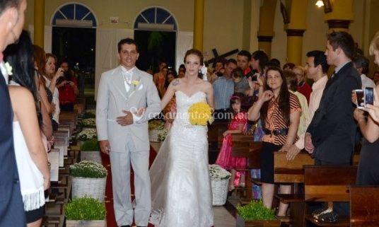 Entrando o casamento na igreja