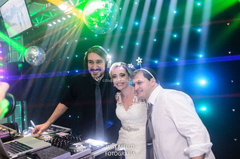 DJ Johnny Som & Luz