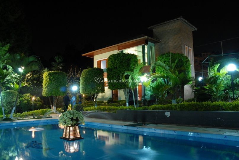 Piscina + Casa dos Noivos