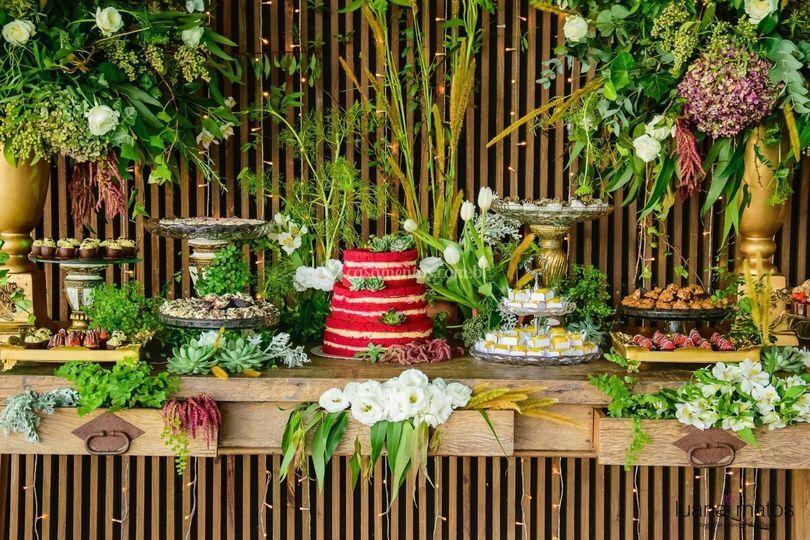 Ambientação para mesa de doces