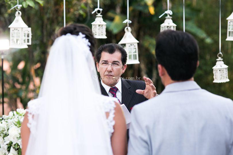 Celebrante Carlos Correa