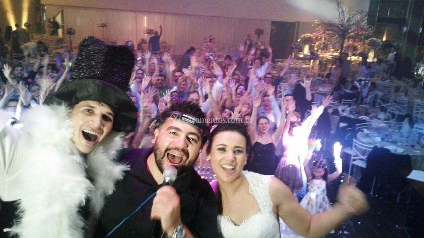 Selfie com noivos e convidados
