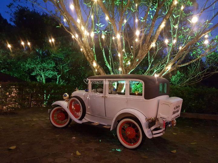 Ford 1929 deluxe branco