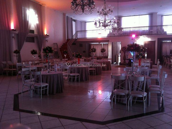 Amplo salão para o evento