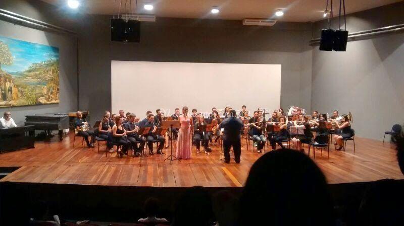 Com orquestra