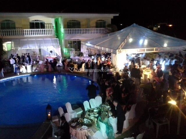 Festa em volta da piscina
