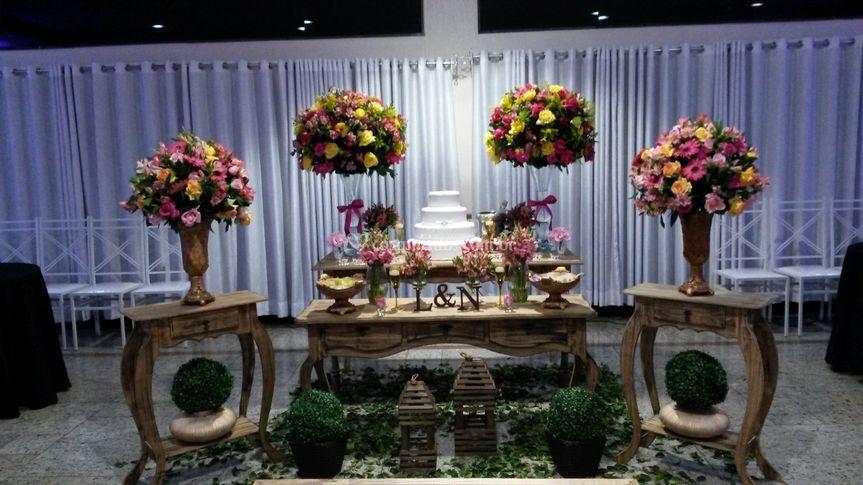 Flores e mobiliário