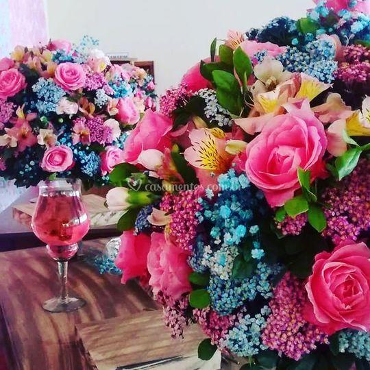 Decoração em arte flor rosa e
