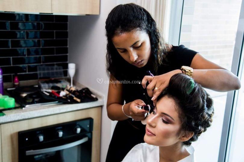 Maristela Mendonça Make-Up Artist