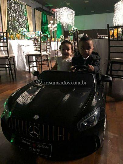 Mercedes preta