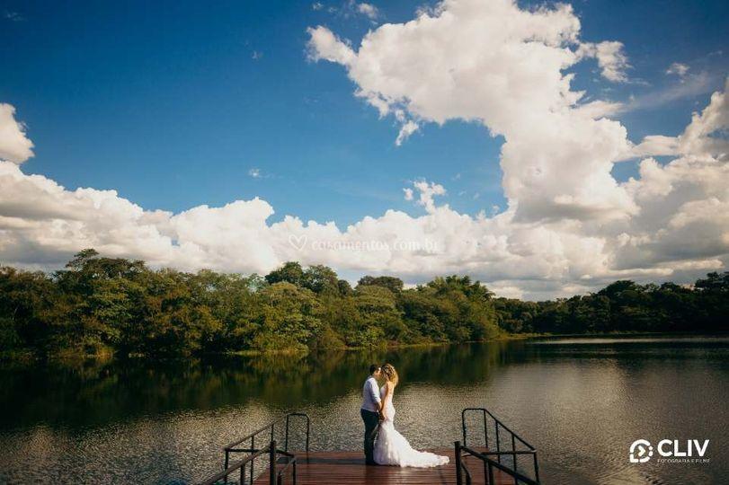 Casal no Lago