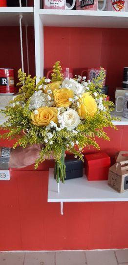 Buquê de noiva com rosas e tan